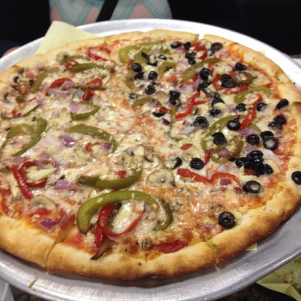 Vegetarian Pizza @ Three Guys Pies
