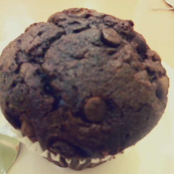 Chocolate Chip Muffin @ Fix n' berries