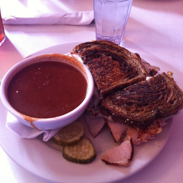Grilled Green Turkey & 3 Bean Chili @ Three Sisters Cafe