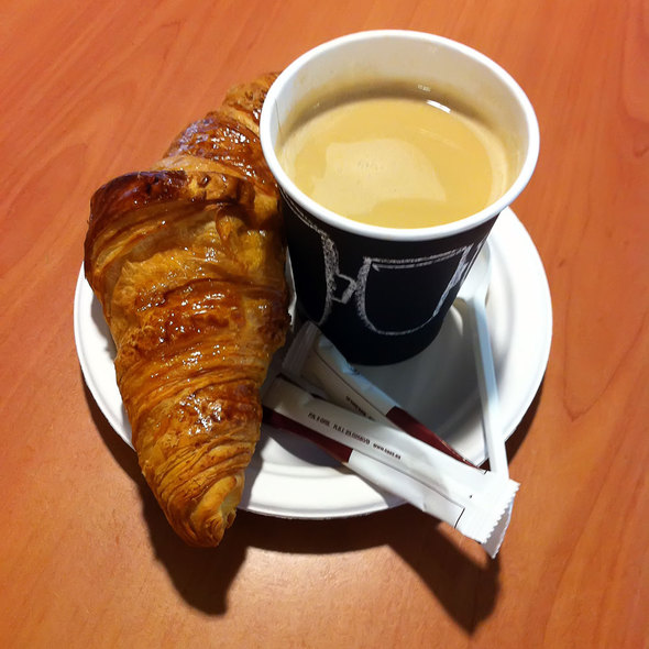 Coffe & croissant @ barajas airport