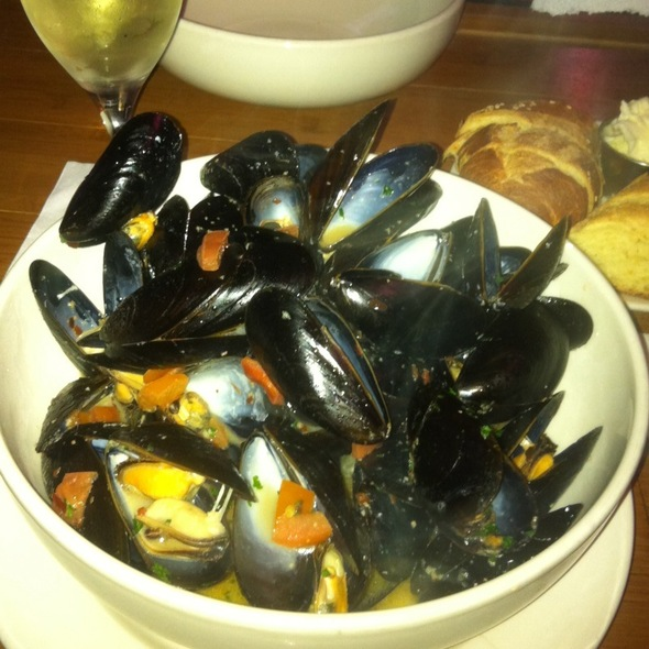 Mussels in White Wine Sauce @ Dirty Pierre's