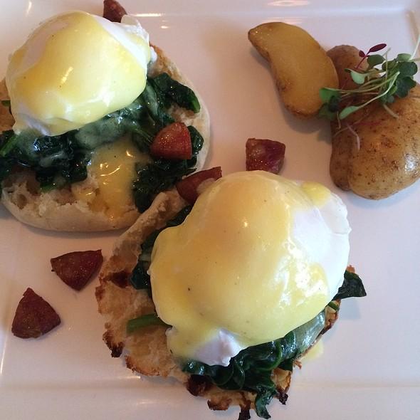 Eggs Benedict - Restaurant Lorena's, Maplewood, NJ