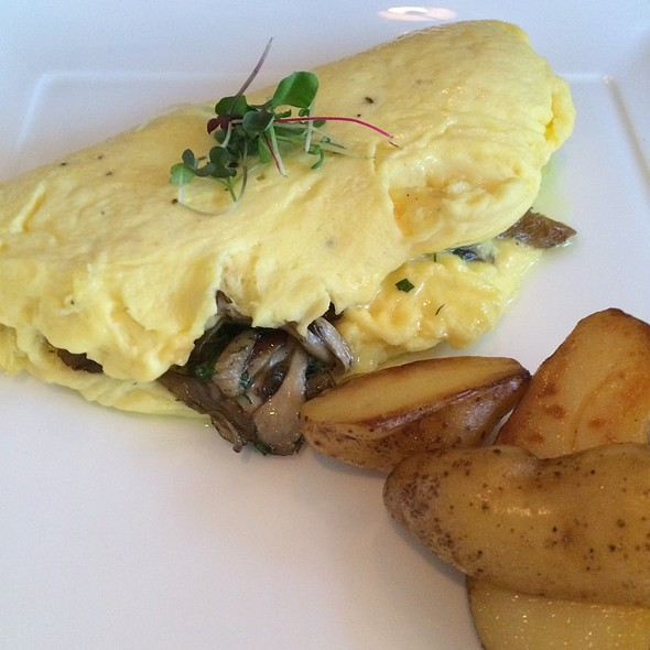 Omelet With Mushrooms & Herbs - Restaurant Lorena's, Maplewood, NJ