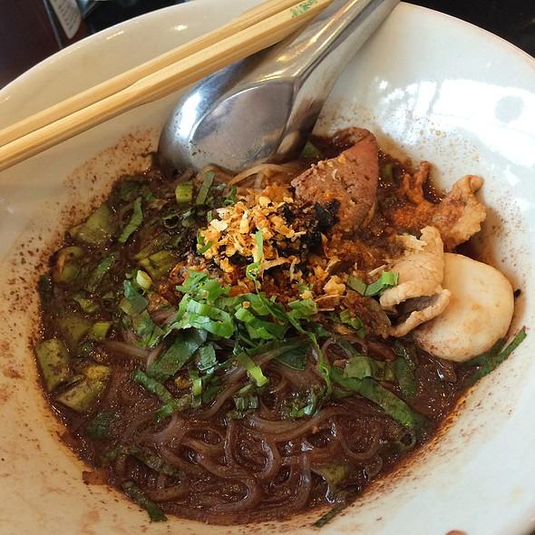ก๋วยเตี๋ยวเรือ / Traditional Thai Boat Noodle @ ครัวแม่อุดม