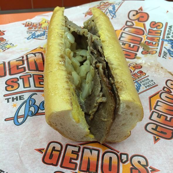 Cheesesteak @ Geno's Steaks