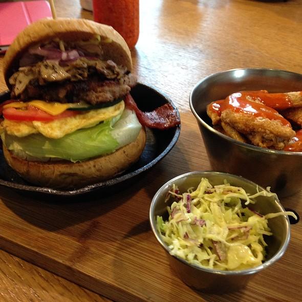 Beef Burger @ 樂口福Loco Food