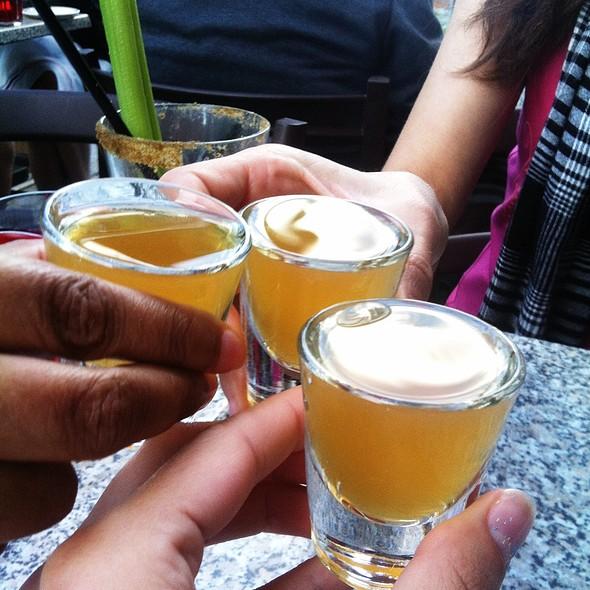 Amaretto Sour Shots - Taverne Gaspar, Montréal, QC