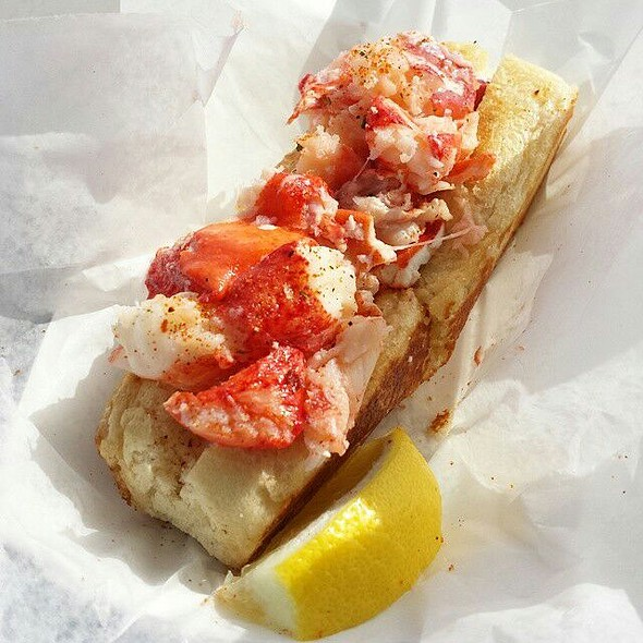 Lobster  Roll @ Wink's Lobster