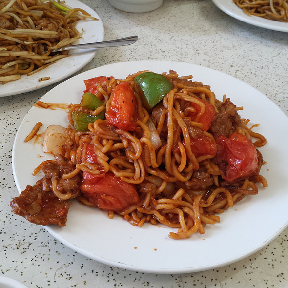 Tomato Beef Chow Mein @ Sun Kwong Restaurant
