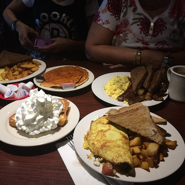 Veggie Omlette With Waffles And Homefries