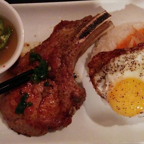 Com Suon Bi Cha Opla (Grilled Pork Chop)