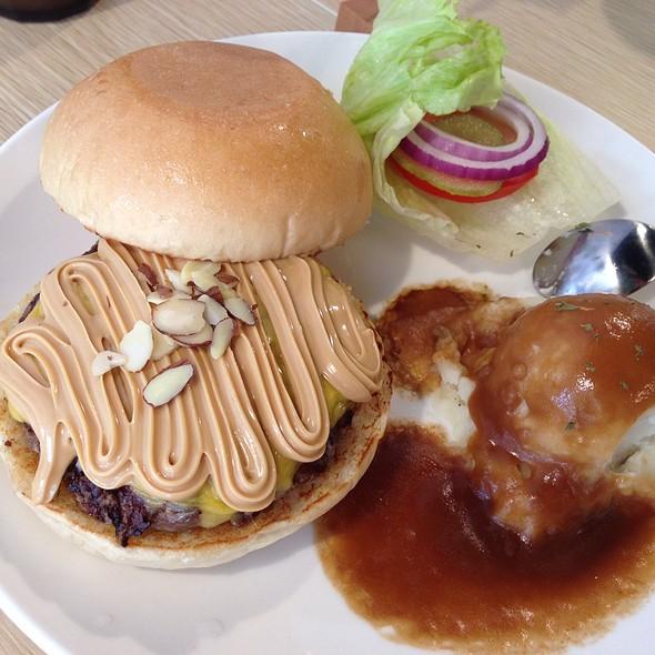 Peanut Butter Beef Burger @ Judy's Burger