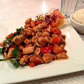 Kung Pao Chicken - Cuisine AuntDai, Montreal, QC