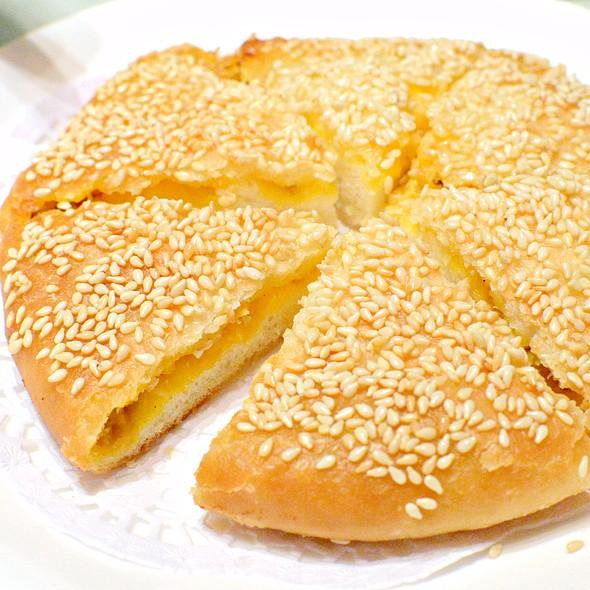 蟹粉黃金大餅,Pan-fried Pancake filled with Spring Onion and Crab Roes, @ Dong Lai Shun 東來順