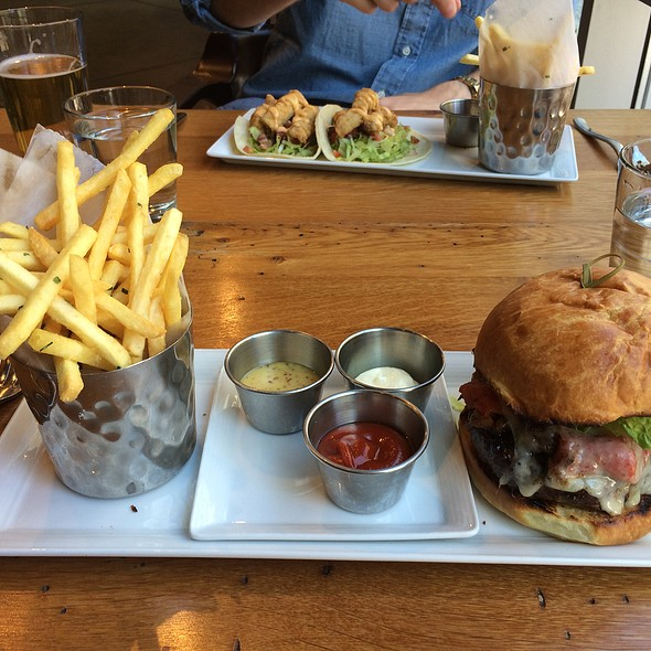 Catalyst Burger @ Catalyst