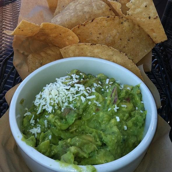 Guacamole and Chips - El Techo