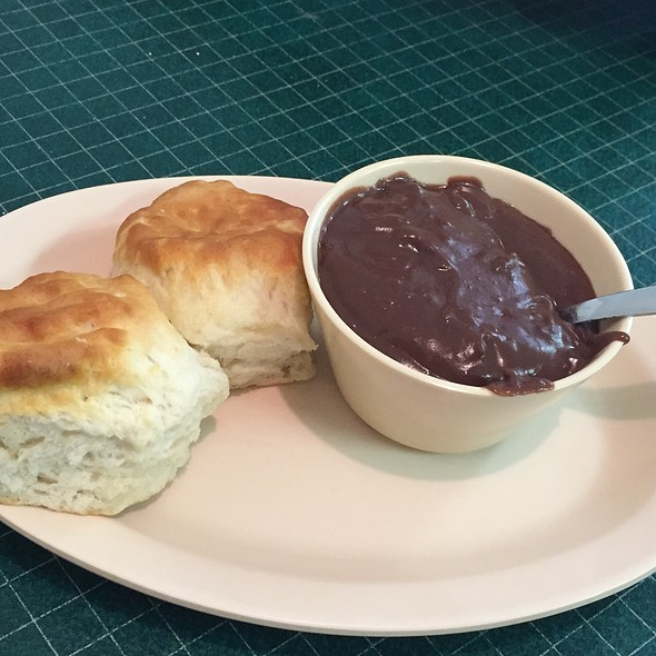 Biscuits And Chocolate Gravy @ Bob's Grill