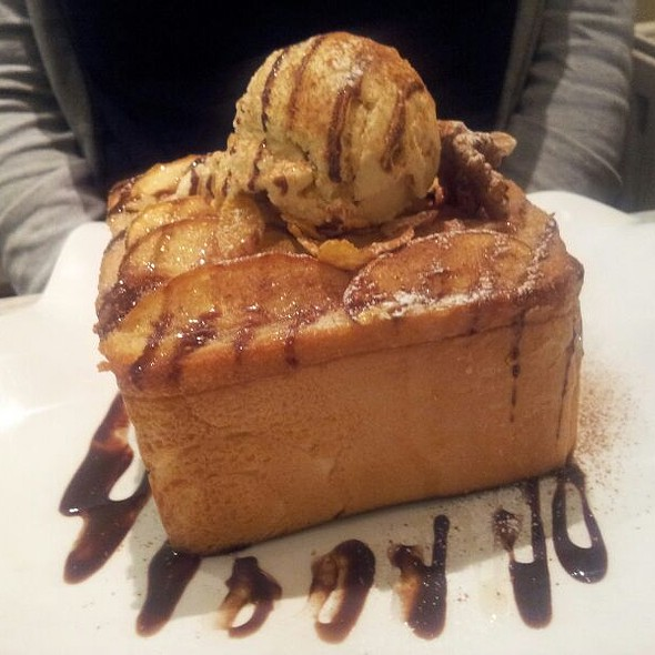 Apple Cinnamon Honey Toast with Vanilla Ice