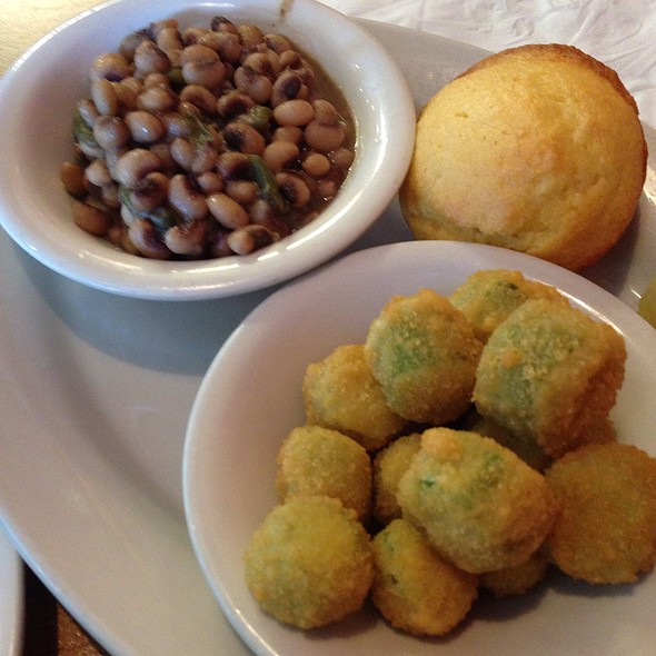 Field Peas, Fried Okra, And Corn Bread @ Ruby's Diner