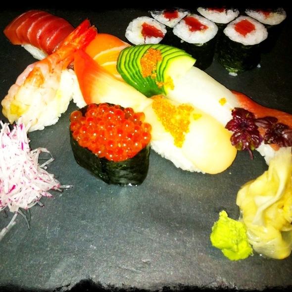 assorted vegetarian sushi @ Henssler & Henssler