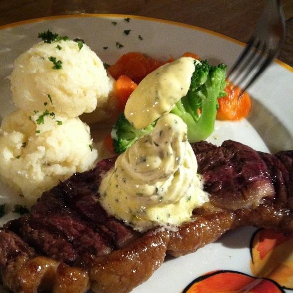 porterhouse steak @ muzza's bar&restaurant