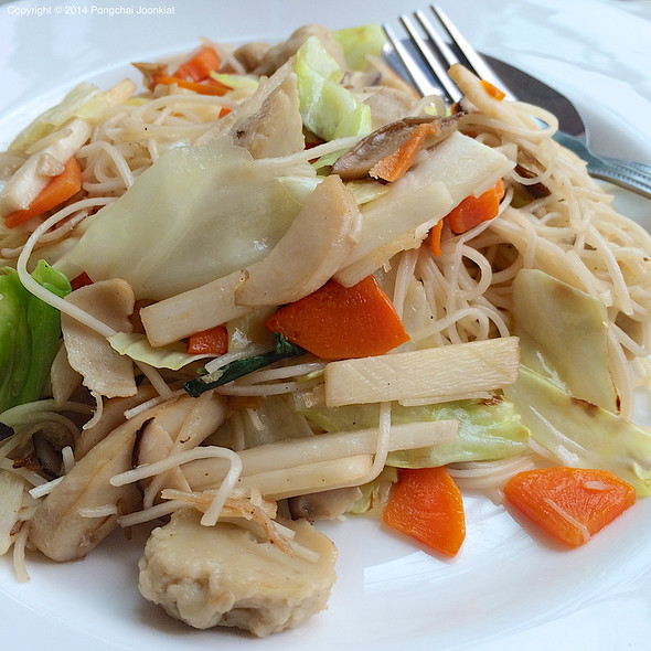 Vegetarian Stir Fried Noodles @ Le Pan-ya home made bakery