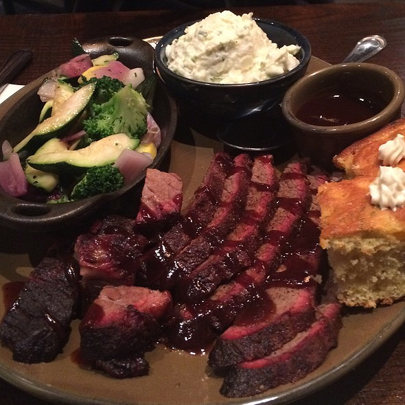 BBQ Brisket and Burnt Ends @ Q39