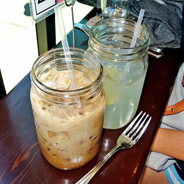 Cafe Helado & Limonada Fresca