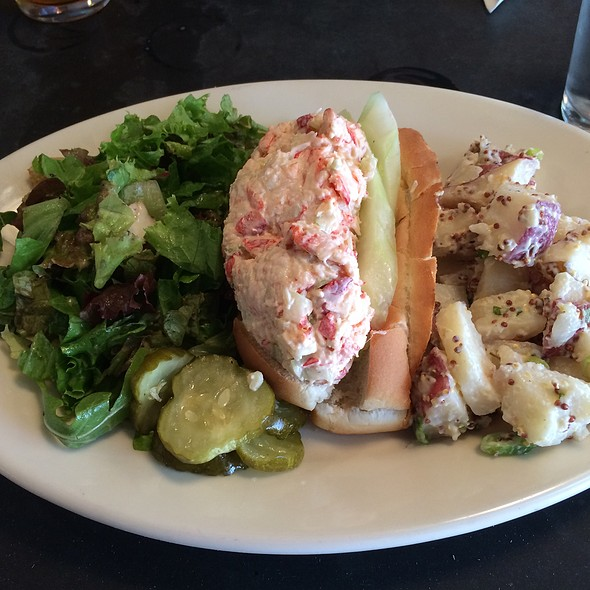 lobster roll @ Tory Row