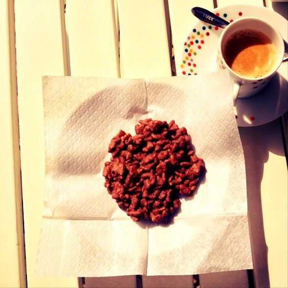 Crocante Com Arroz Tufado @ Nella's Chocolatier
