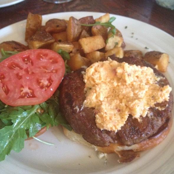 Hamburger @ Farmstead at Long Meadow Ranch