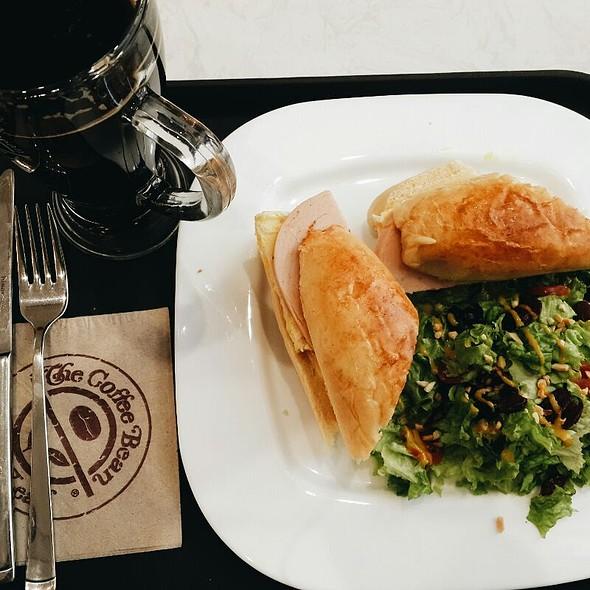 Chicken Cheese Sandwich @ The Coffee Bean And Tea Leaf