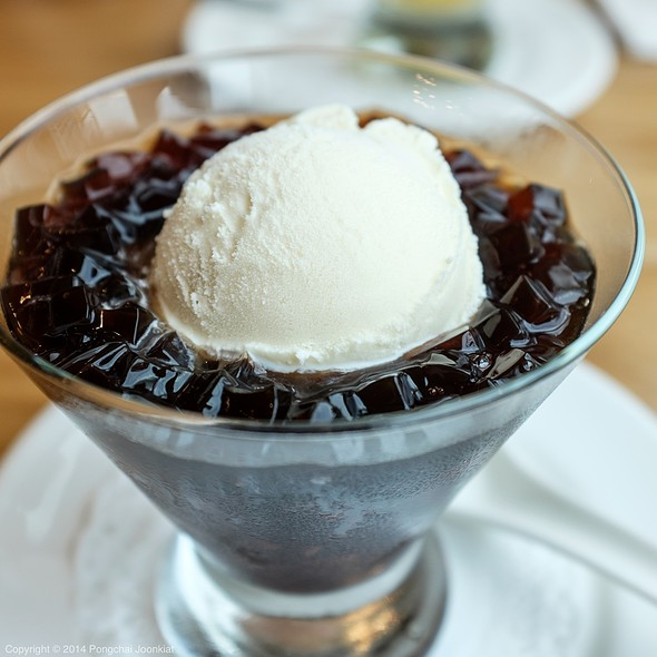 Vanilla Ice Cream with Grass Jelly & Black Sticky Rice @ Din Tai Fung @ Central Embassy