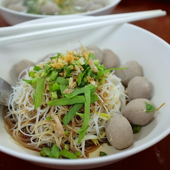 เส้นหมี่แห้งลูกชิ้นเนื้อ   Beef Ball Rice Vermicelli Noodle  @ ครัวลูกชิ้น อนามัย