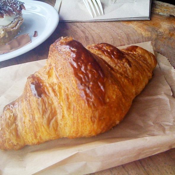 Croissant @ Tartine Bakery