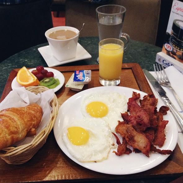 Breakfast Tray: Crispy Bacon And Egg @ Cafe France