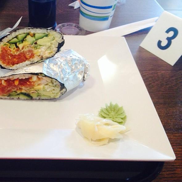 Nacho Tuna Big Roll @ Motomaki