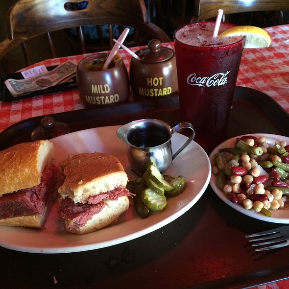Lunch At Tommy's