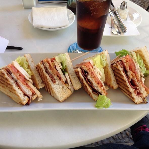 California Club @ CAPPUCCINO Grand Café