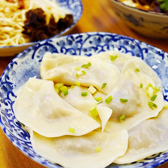 西葫蘆豬肉餃子和韭菜豬肉餃子 @ 四川担担麵