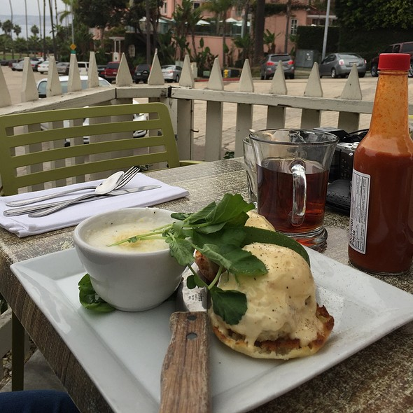 Eggs Benedict On Crabcakes + Avocado @ Cody's La Jolla