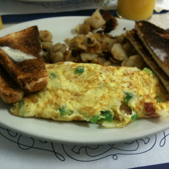 Western Omlette W/ Home Fries  @ Bridgehampton Candy Kitchen