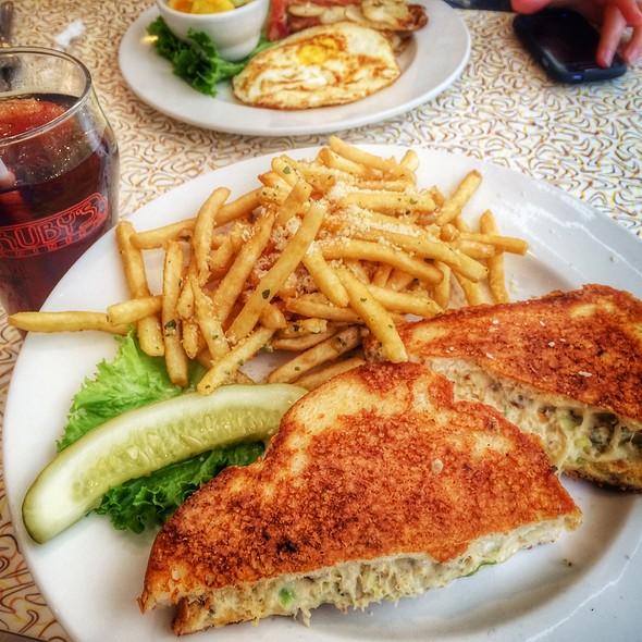 Albacore Melt @ Ruby's Diner