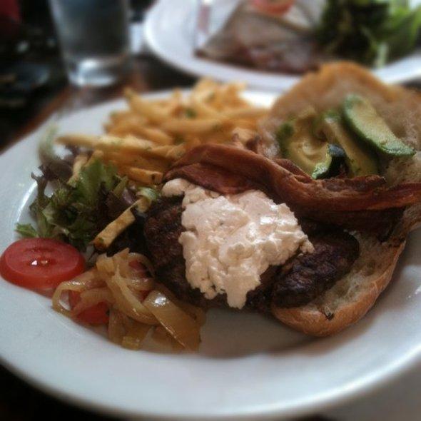 Burger @ Chez Maman