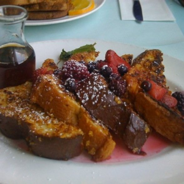 French Toast With Seasonal Berries