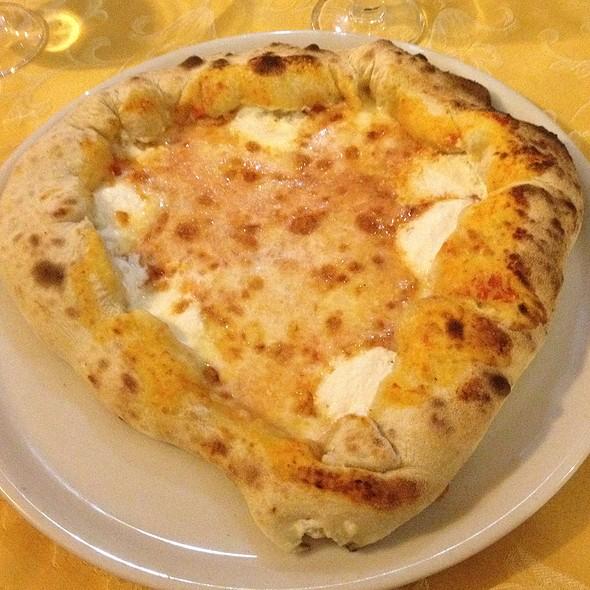 Pizza Con Cordone Ripieno @ Le Nuove Botticelle