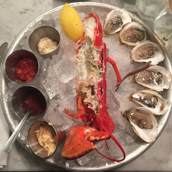 Chilled Half Lobster And Shemogue Oysters @ Ed's Lobster Bar