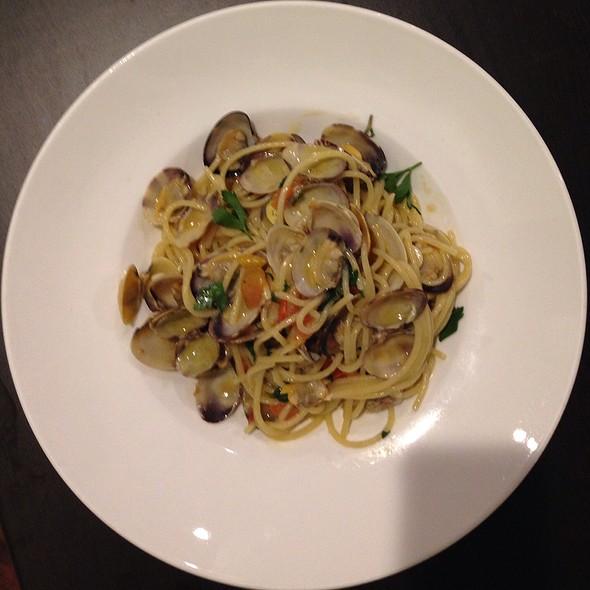 Spaghetti Vongole @ Giardino Restaurant