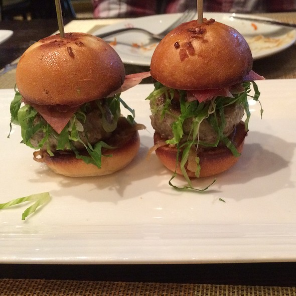 Sliders With Pork And Beef @ Julian Serrano (Aria)