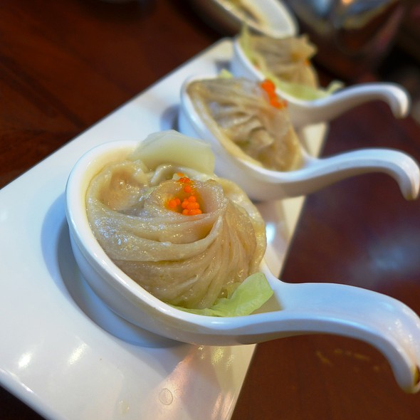 Crab Roe Xiao Long Bao @ 鼎點1968